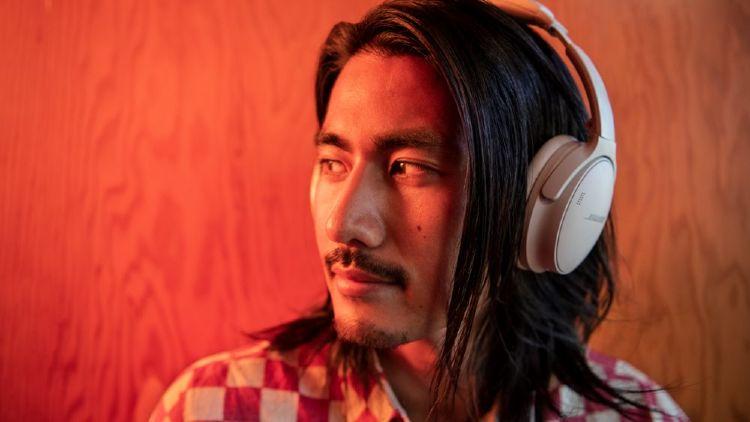 Noise cancellat.ion headphones